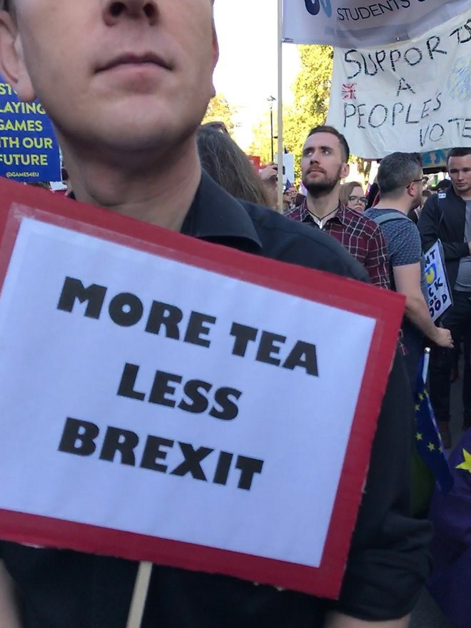 Protest - STUDEN SUPPOR A AYING SAMES TH OUR PEOPLES UTURE PCAMES4EU MORE TEA T CK 50D LESS BREXIT