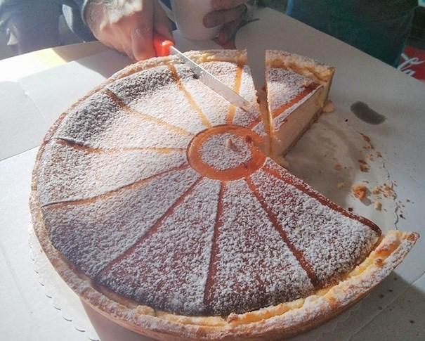 cursed_image - Food cutting a cheesecake weirdly