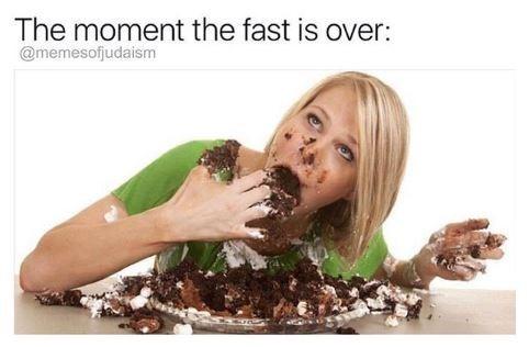 jewish meme - Organism - The moment the fast is over: @memesofjudaism