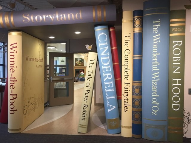 Book - a Storvtand Winni-the Poa AA Me ROBIN HOOD The Wonderful Wizard of Oz Complete Fairytales CINDERELLA The Tale of Peter Rabbit Winnie-the-Pooh