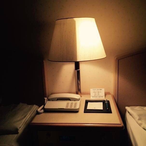pic of table lamp divided in the middle so one side can be turned off while the other is on