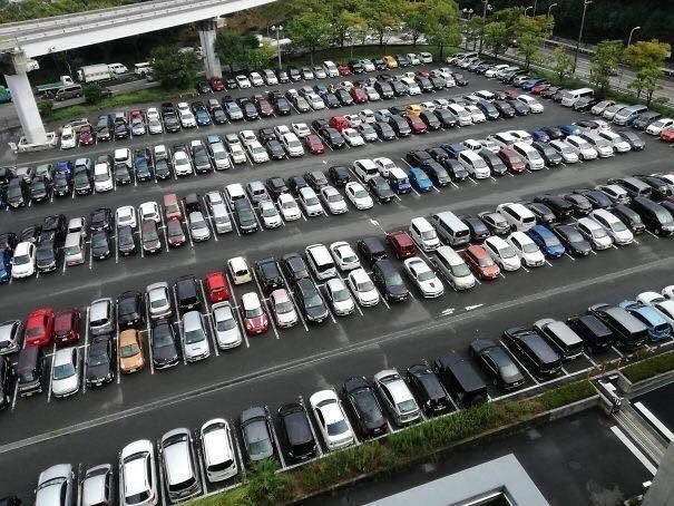 pic of full parking lots in Japan
