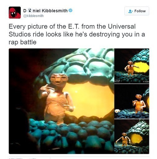 tweet post of E.T. at universal studios doing funny poses