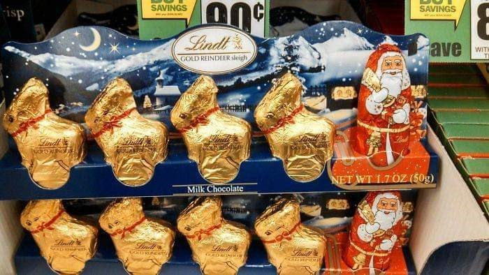 Food - SAVINGS SAVINGS ds Lindl ave WIT T GOLD REINDEER sleigh Lindt VOLORENOEE NET WT 1.7 OZ (50g) Milk Chocolate e Finde ind