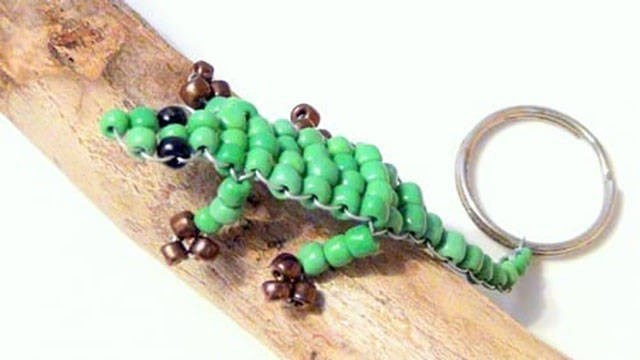 Pic of a lizard made out of beads