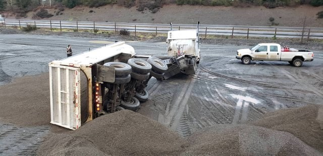 unfortunate moments when the back of 16-wheeler trucks falls to the side