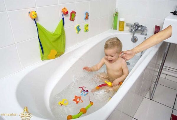 photopshop fail of a parent giving their baby a bath but only the arm is visible and the rest of the body is cut out