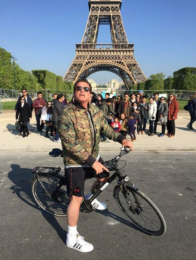 Eiffel tower group pic celebrity photo-bombed by Arnold schwarzenegger