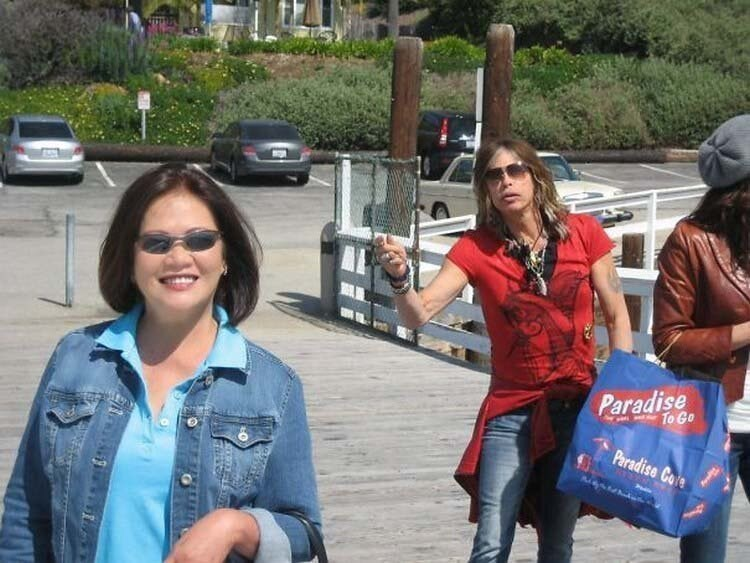 woman getting her picture taken photobombed by Steven Tyler