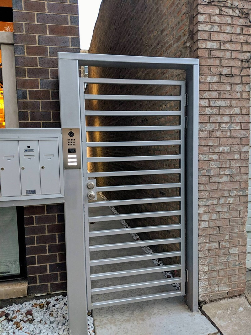 crappy design of gate with horizontal bars that can be used as a ladder