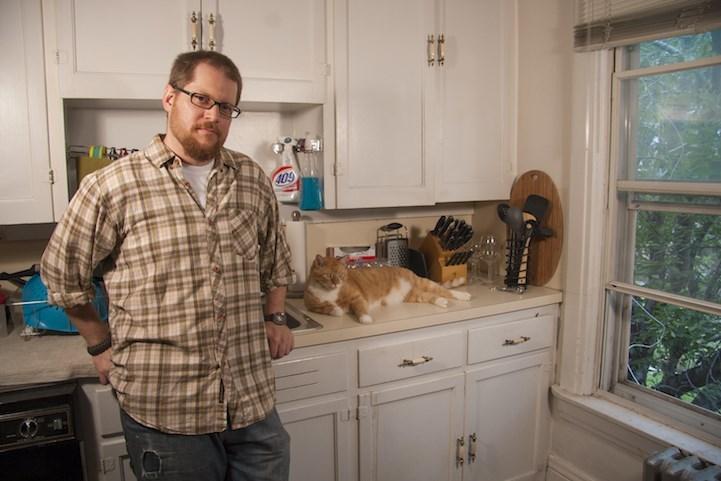 man loves cats - Kitchen
