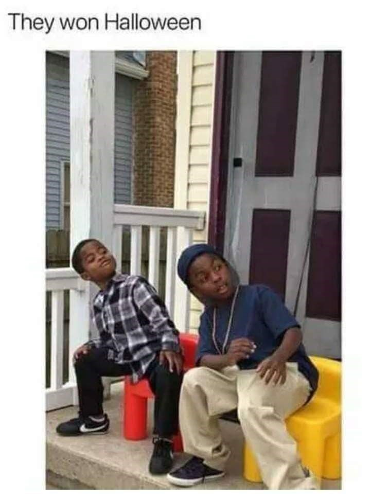 Halloween costumes of two kids dressed as Ice Cube and Chris Tucker in Friday