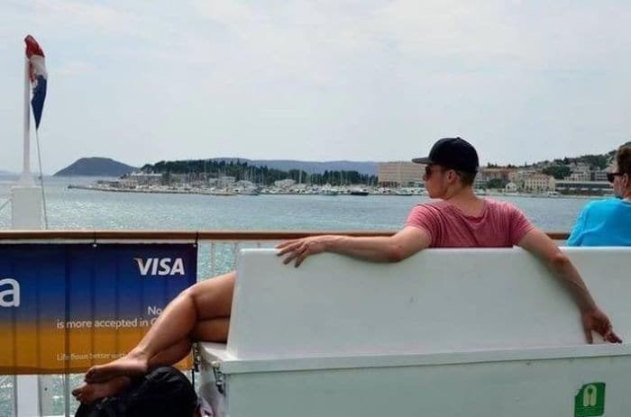 skewed perspective - Vacation - VISA a No is more accepted in Ufoune