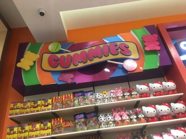 Convenience store - COMMVES CuntstE TeE Gell
