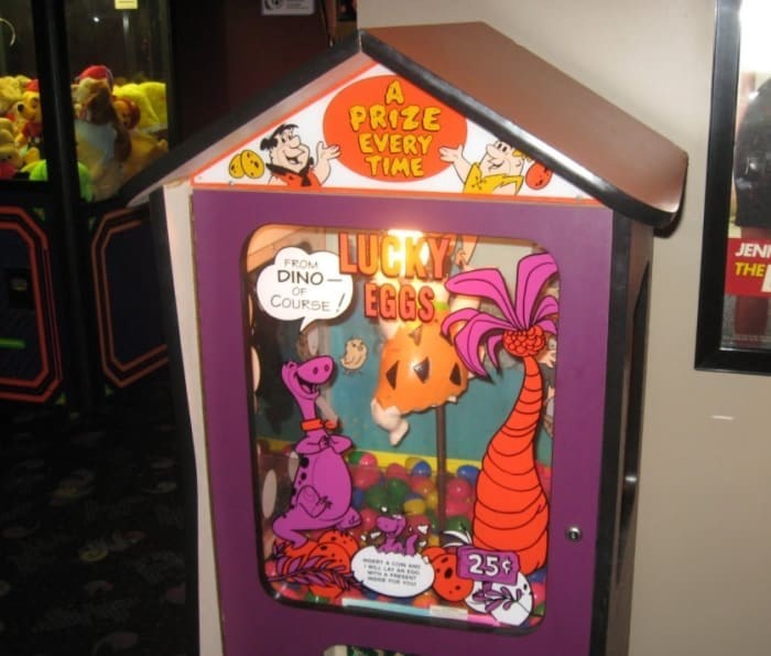 Games - PRIZE EVERY TIME JEN LUCKY EGGS THE FROM DINO OF COURSE 25¢
