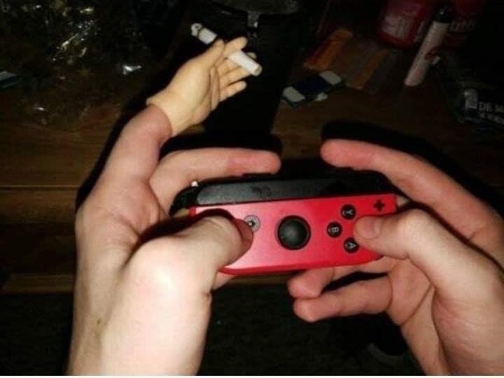 cursed images - Finger - DE