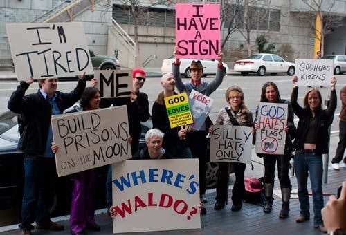Protest - I HAVE SIGN IRED MER GODHS KIENS yolE GOD HATES SILLY FS HATS ONLY BUILD PRISONS ON THEMOON WHERE'S NALDO