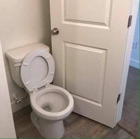 cursed_image - Toilet and door can't close