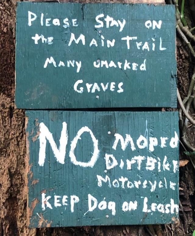 Font - PlEaSE Stay he MAIN TAIL ON MANY UnAtKEd GYAVES NOMOpr Motorsyel KEEP Dag on Leash