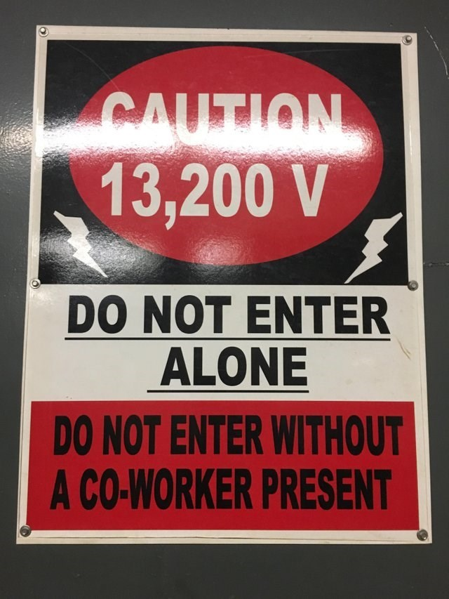 Font - NOTETIVS 13,200 V DO NOT ENTER ALONE DO NOT ENTER WITHOUT A CO-WORKER PRESENT