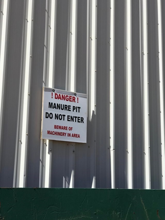 Text - DANGER! MANURE PIT DO NOT ENTER BEWARE OF MACHINERY IN AREA
