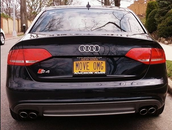 Land vehicle - www.anchoraudi.som NEW YORK MOVE OMG $4 EMPIZE STATE