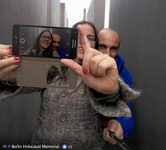 Selfie - At Berlin Holocaust Memorial. 11 ОИЦЕМА2