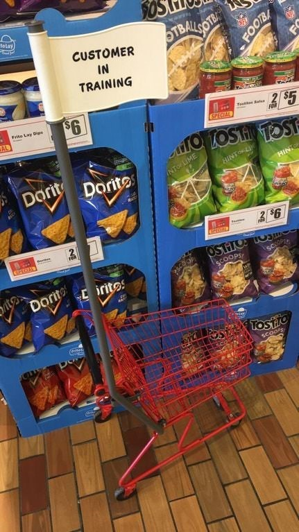 Grocery store - totay TBALLSOTE CUSTOMER AF IN TRAINING $6 Frito Lay Dips AL $5 Testte Sate SPECIAL FO TOTOST TOST Dari Dorite INTO LIME HINTOLI HIN 2 $6 OSTTO ritos Dorit SCOOPS we net Tostio