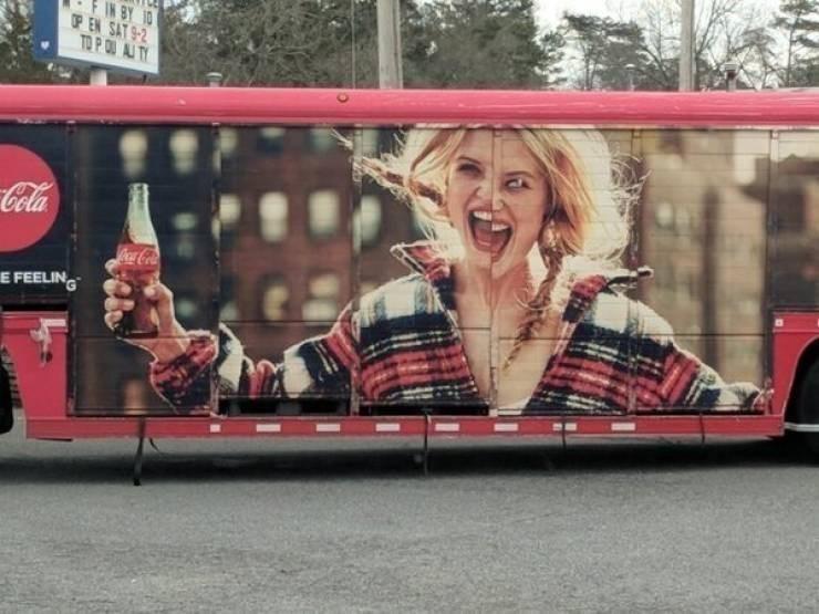 Advertising - OP EN SAT 9-2 TO P QU AI TY Cola CocaCola E FEELIN