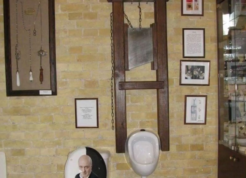 cursed_images - creepy urinal