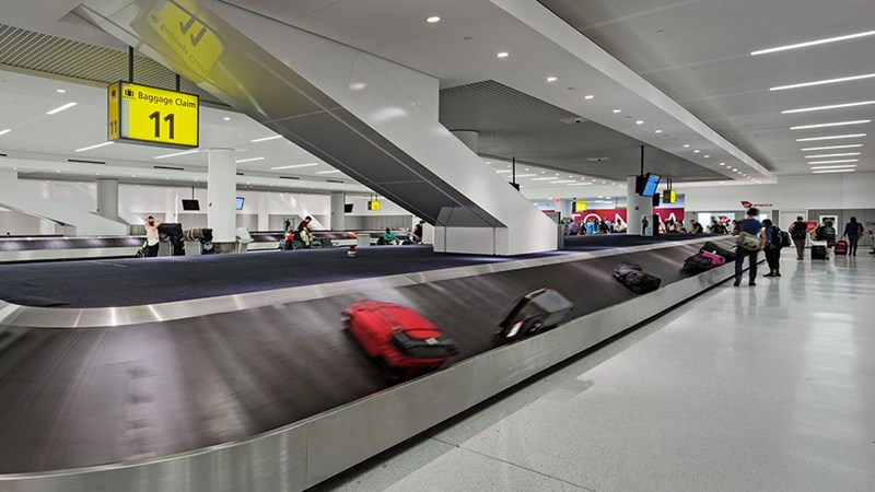 bags on the baggage carousel at JFK airport