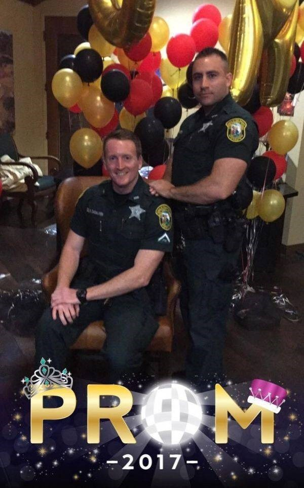 police - Balloon - PROM -2017-