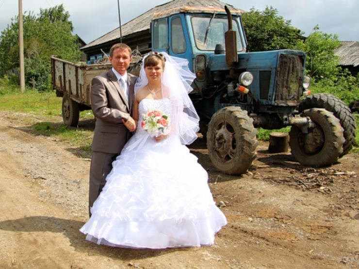russian cringe wedding photos - Bride
