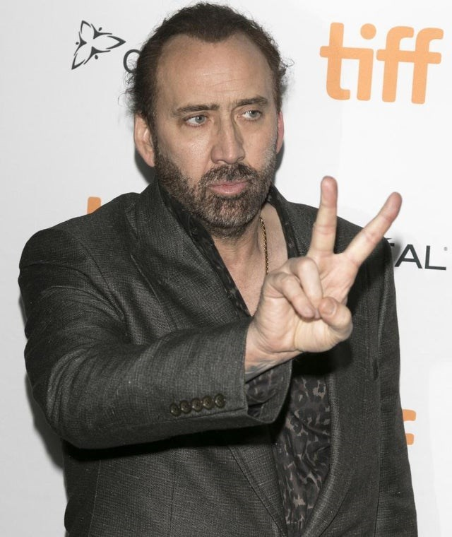 optical illusion Nicolas Cage with too many fingers