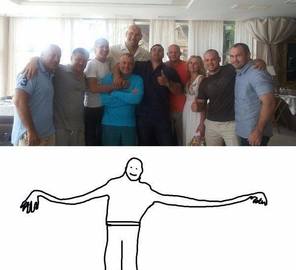 optical illusion family photo with person with abnormally long hands