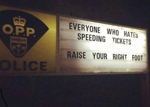 funny pic - Text - EVERYONE WHO HATES SPEEDING TICKETS O.PP RAISE YOUR RIGHT FOOT OLICE