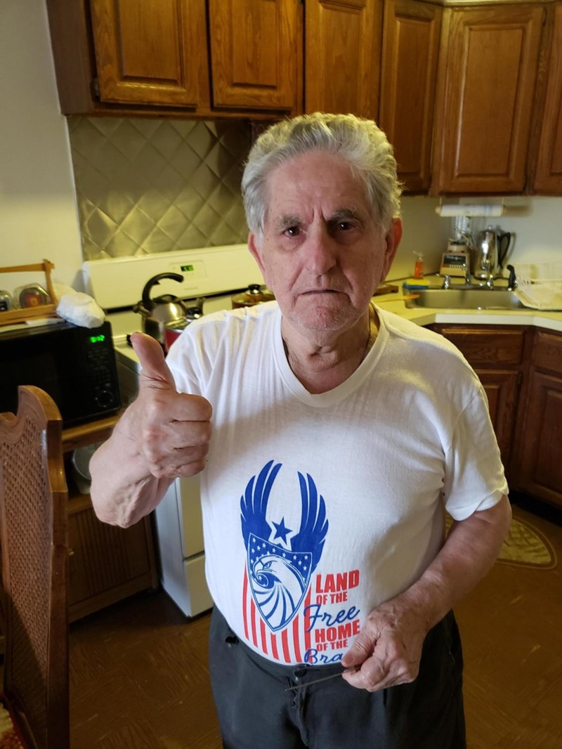 funny grandpa hearing aids story - T-shirt - LAND OF THE Free (НOME OF THE Bra