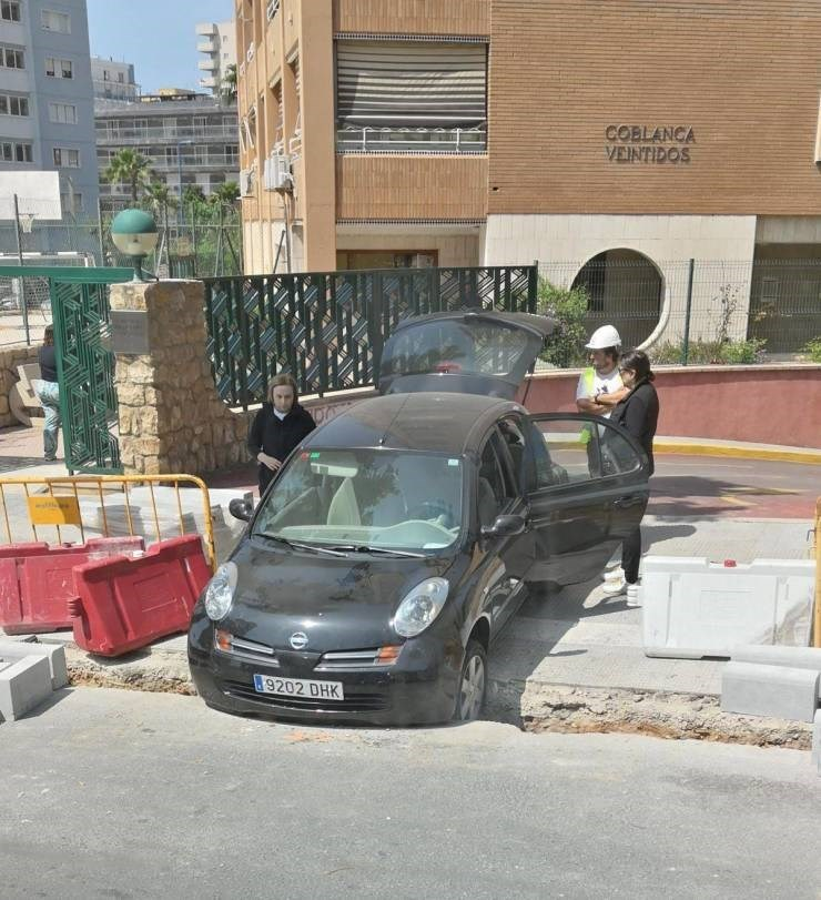 struggling - Land vehicle - COBLANCA VEINTIDOS 8 9202 DHK