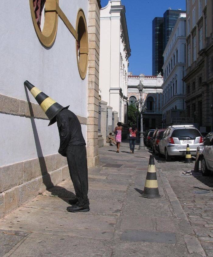 misplaced mannequin - Yellow - ba