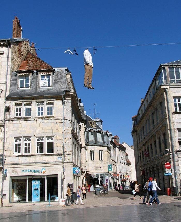 misplaced mannequin - Town - AOUH Club Bouygues V 200 us