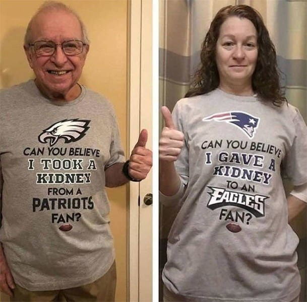 T-shirt - CAN YOU BELIEV I GAVE A KIDNEY TO AN EAGLES FAN? CAN YOU BELIEVE I TOOK A KIDNEY FROM A PATRIOTS FAN?