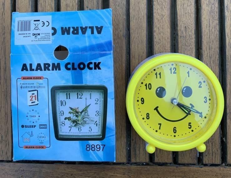 false advertisement - Clock - ALARM ALARM CLOCK 11 12 10 ALARM CLOCK Tnatue unds 11 12 1 21 9 2 10 33 4 7 6 5 .8 TIMER 8 .7 6 5 OSLEEP SNOO 12/24 8897 ALARM CLOCK