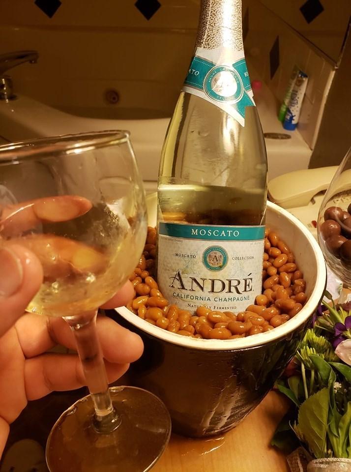 Drink - ATO MOSCATO wt.brpec A COLLICTION MOSCATO ANDRE CALIFORNIA CHAMPAGNE NATU Y FERMENTED