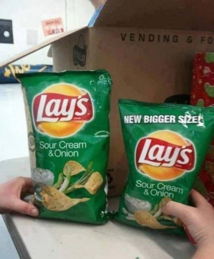 Expectation Vs Reality - Junk food - VENDING & FO Lays NEW BIGGER SIZE Lays Sour Cream &Onion Sour Cream &Onion