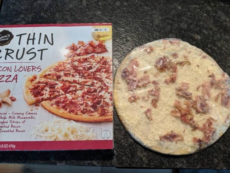 Expectation Vs Reality - Food - THIN RUST am's CHOICE ON LOVERS ZZA Creamy Cheese con- Jhole Milk Morzarella, Ppped Strips of oked Bacon, wumbled Bacon .8 OZ) 476g