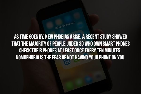 phobia - Gadget - Réseaux Sociaux AS TIME GOES BY, NEW PHOBIAS ARISE. A RECENT STUDY SHOWED THAT THE MAJORITY OF PEOPLE UNDER 30 WHO OWN SMART PHONES CHECK THEIR PHONES AT LEAST ONCE EVERY TEN MINUTES. NOMOPHOBIA IS THE FEAR OF NOT HAVING YOUR PHONE ON YOU.