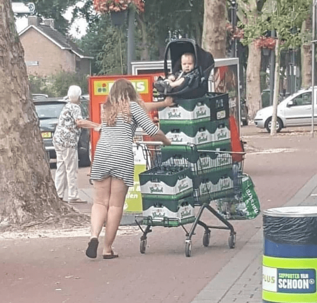 trashy behavior - Photograph - en PORTER VAN AUS SCHOON