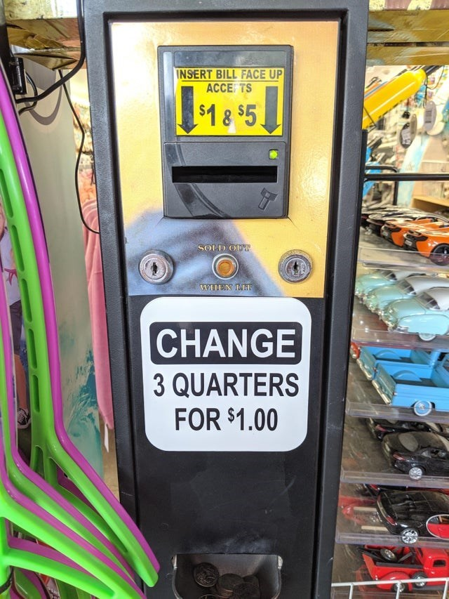 false advertising - Machine - INSERT BILL FACE UP ACCE TS $1 8 $5 SOLD OD CHANGE 3 QUARTERS FOR $1.00