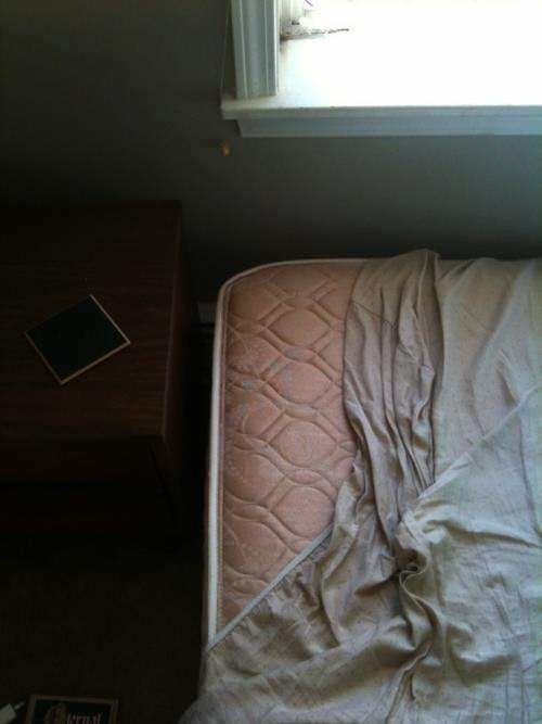 uncomfortable pic - Bed