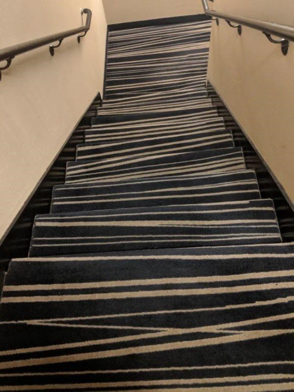 Stairs with confusing patterns on the rug